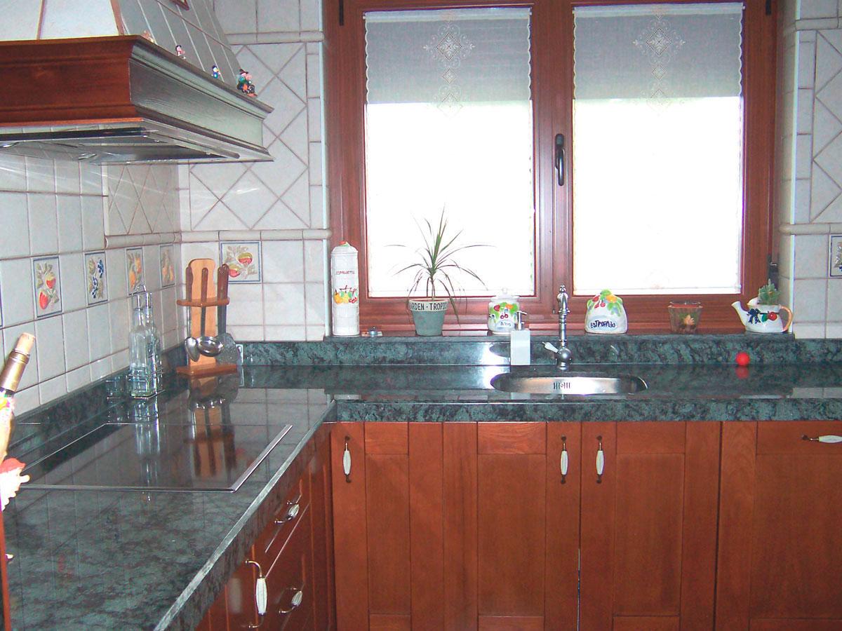 Encimeras de cocina marmoles y granitos beromar salamanca for Encimeras de marmol