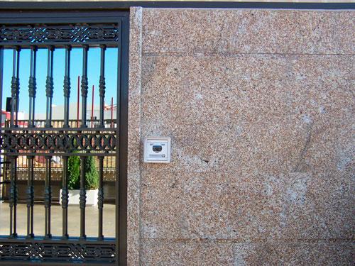 fachada-granito-silvestre-abujardado