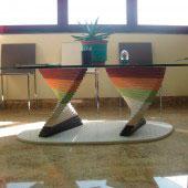 Mesa pie de colores compacto