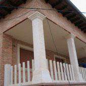 Pilares y balaustrada arenisca niwala